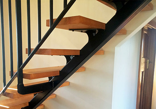 Minimalist Cantilever Staircase